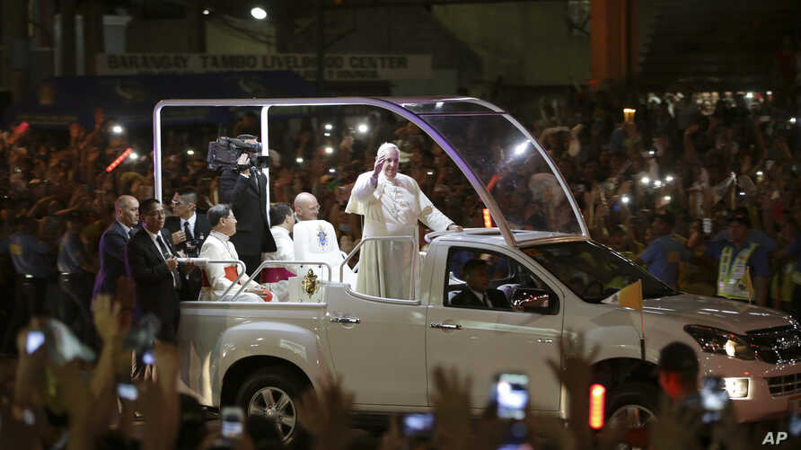 Pope Francis waves to Filipinos upon his arrival in Manila, Philippines, Jan. 15, 2015.