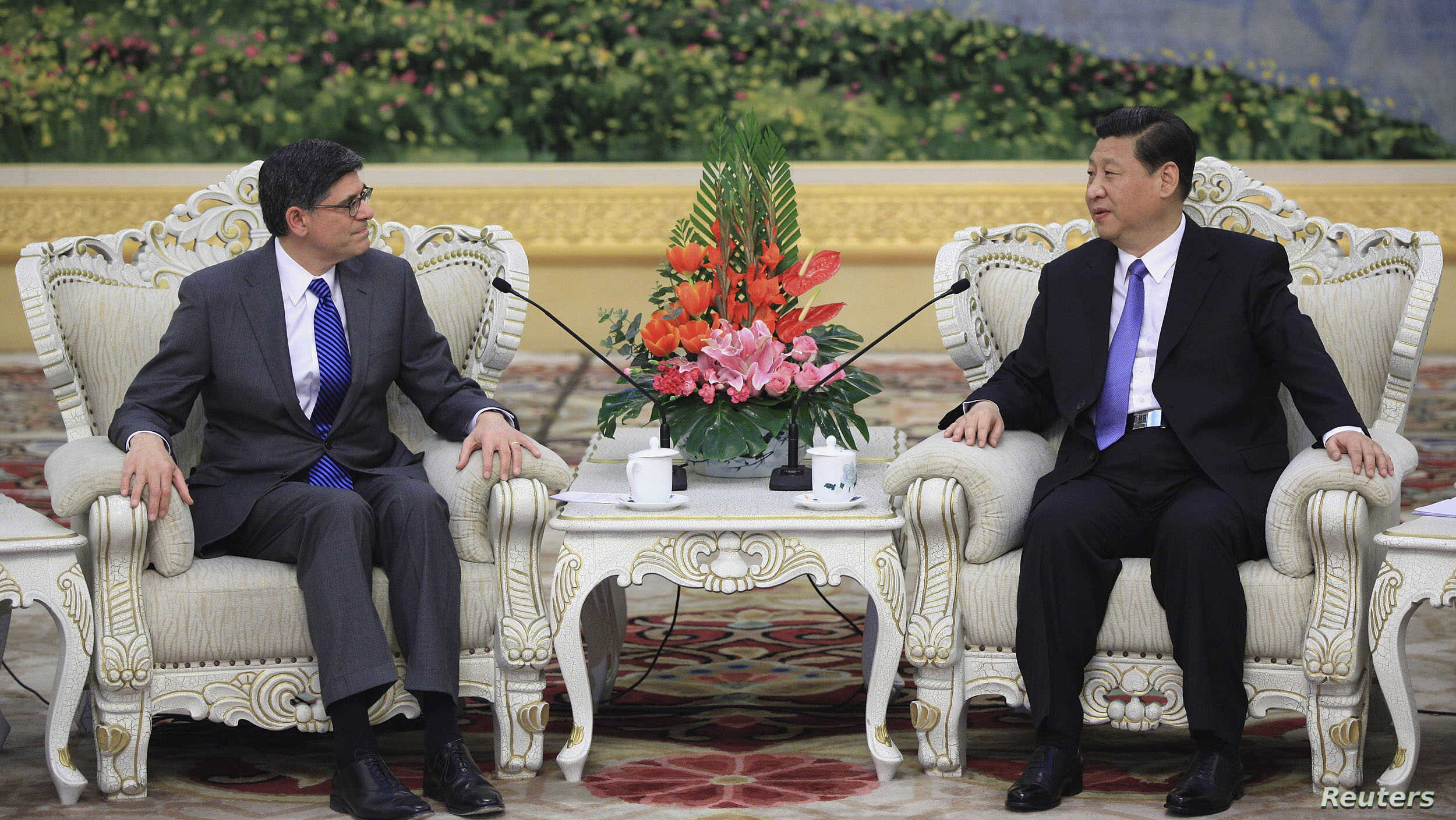U.S. Treasury Secretary Jacob Lew (L) speaks with China's President Xi Jinping during their meeting at the Great Hall of the People in Beijing, March 19, 2013.