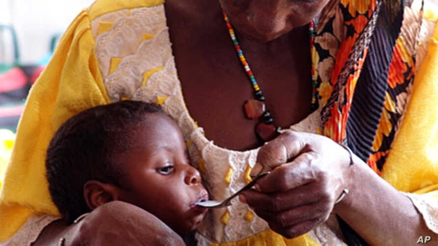 Mother feeding her severely malnourished daughter at centre run by CONCERN and supported by WFP