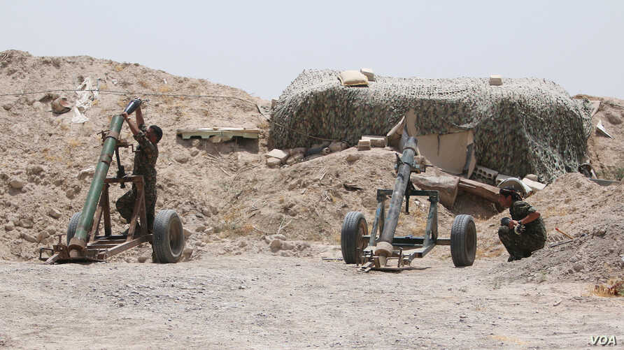 Fighters of the Syria Democratic Forces prepare to fire a mortar shell towards positions held by Islamic State fighters in northern province of Raqqa, Syria, May 27, 2016.