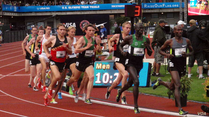 Lopez Lomong (second from right) racing at the 2012 US Olympic Team Trials in Eugene, Oregon. (T. Banse/VOA)