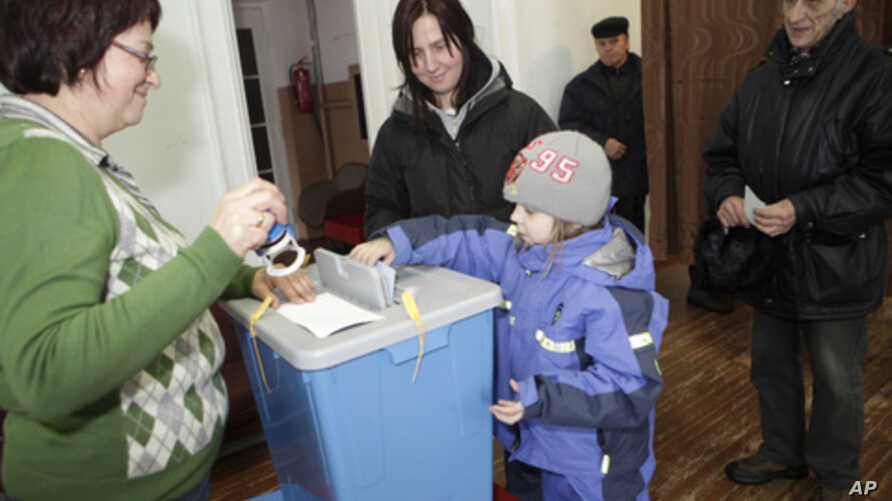 People cast their votes at a polling station during Estonia's general elections in Abja, March 6, 2011