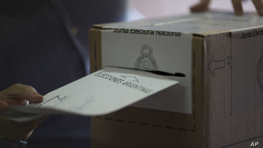 A voter casts his ballot during the runoff election in Buenos Aires, Argentina, Nov. 22, 2015.