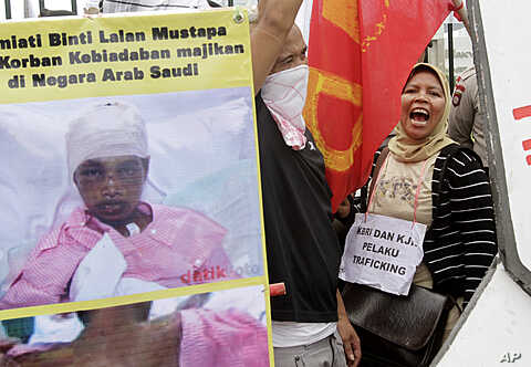 Indonesian workers shout slogans during a protest against the alleged abuse of Sumiati, an Indonesian worker in Saudi Arabia, outside the Parliament, Jakarta, Indonesia, (File).