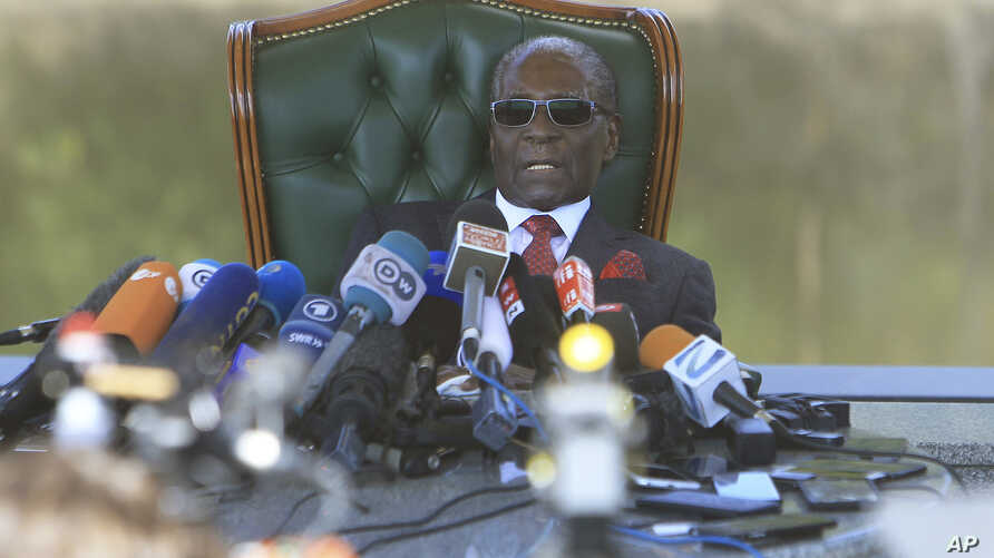 Former Zimbabwean President Robert Mugabe holds a press briefing at his residence in Harare, July 29, 2018, on the eve of the country's elections.