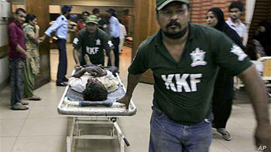 An injured victim of shooting incident is brought to a hospital in Karachi, Pakistan, 16 Oct 2010