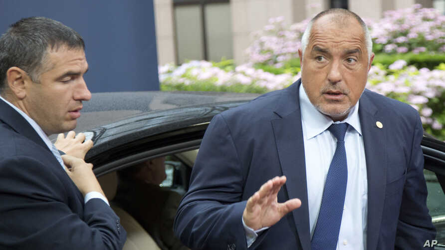 FILE - Bulgarian Prime Minister Boyko Borisov (R) arrives for an EU summit in Brussels, Belgium, June 29, 2016. Borisov announced his resignation Sunday after exit polls showed a pro-Russia candidate leading his hand-picked nominee in the race for pr