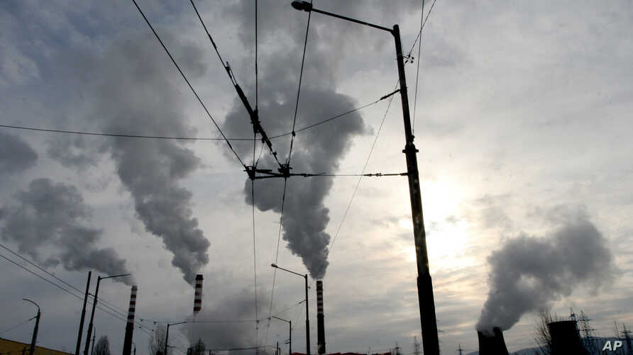 The Druzhba power plant pumps out smoke as it works at full power in the Bulgarian capital of Sofia, Jan. 24, 2006.