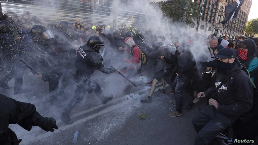Police officers and Catalan separatists clash during a rally in Barcelona, Spain, Nov. 10, 2018.