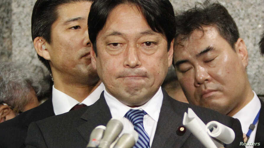 Japan's Defence Minister Itsunori Onodera speaks to reporters at the Defence Ministry in Tokyo February 5, 2013.