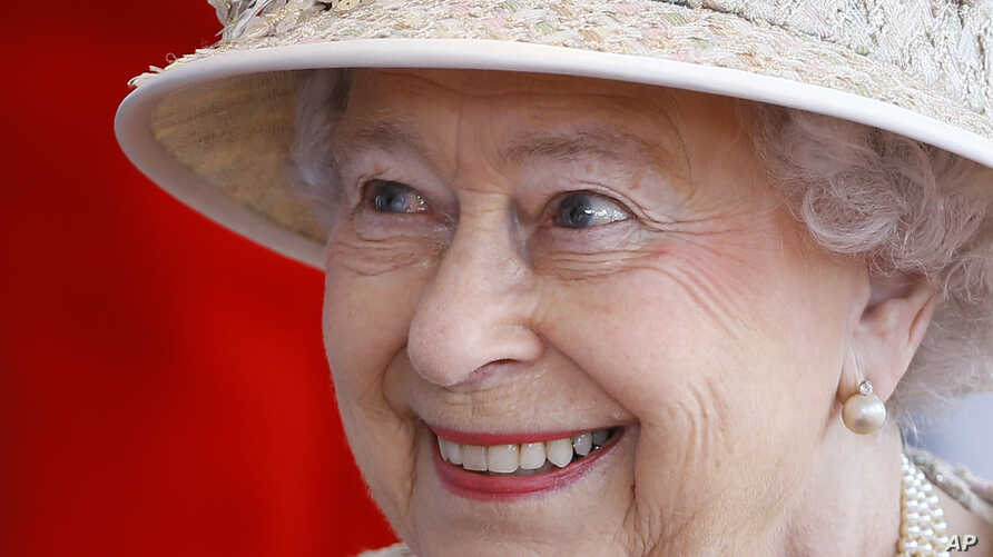 Britain's  Queen Elizabeth II smiles as she awaits the arrival of the President of the United Arab Emirates Sheik Khalifa bin Zayed Al Nahyan in Windsor in England, April 30, 2013.