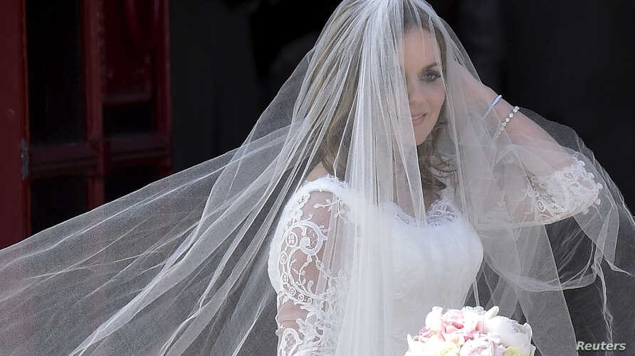 British singer and former member of the band Spice Girls Geri Halliwell arrives for her wedding with Formula One motor racing business owner Christian Horner at St. Mary's Church at Woburn in southern England, May 15, 2015.