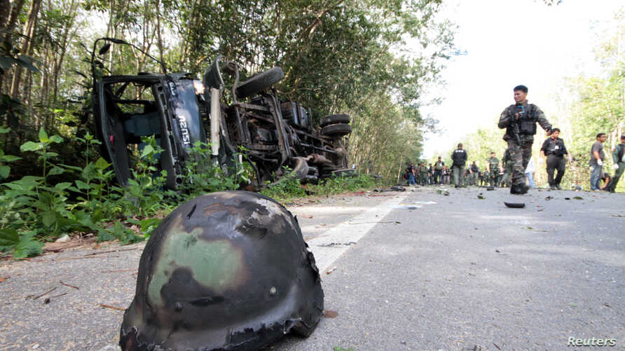 Policemen and rescue workers gather at the site of an attack on army in the troubled southern province of Yala February 10, 2013.