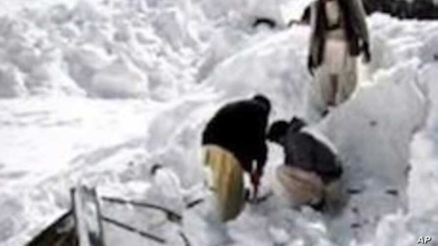 Rescue workers try to find the victims of an avalanche in Pakistan, April 7, 2012.