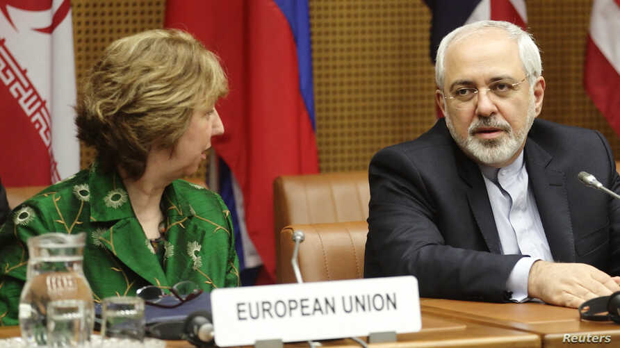 European Union foreign policy chief Catherine Ashton (L) and Iranian Foreign Minister Mohammad Javad Zarif wait for the start of talks in Vienna, April 8, 2014.