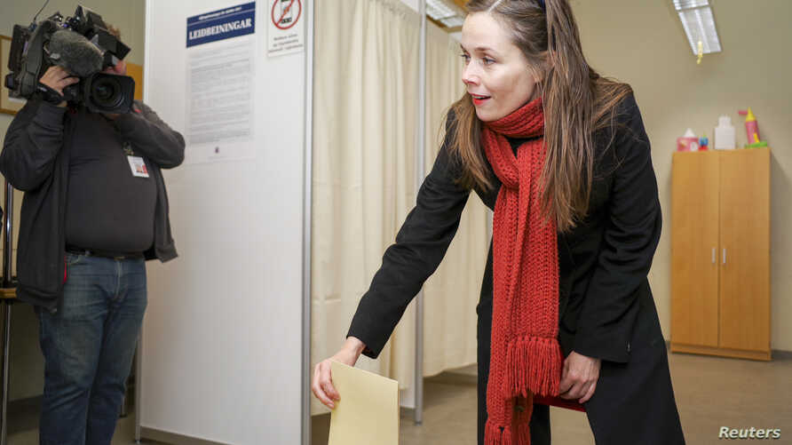 Left Green Movement candidate Katrin Jakobsdottir casts her vote during a snap parliamentary election in Reykjavik, Iceland Oct. 28, 2017.