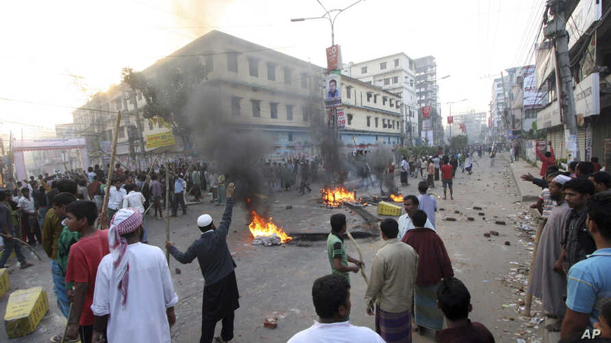 Jamaat-e-Islami activists, protesting sentences handed down by a war crimes tribunal, block traffic by them in Bogra, Bangladesh, March 3, 2013.