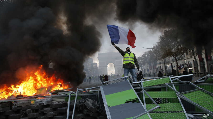 APTOPIX France Gas Price Protests