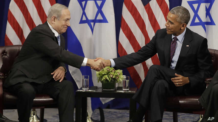 President Barack Obama shakes hands with Israeli Prime Minister Benjamin Netanyahu during a bilateral meeting at the Lotte New York Palace Hotel in New York, Sept. 21, 2016.