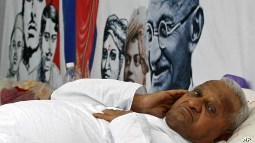 Social activist Anna Hazare rests during a 'fast unto death' campaign demanding the government enact a tough anti-corruption law that will lead to the prosecution of officials and lawmakers, in New Delhi, April 6, 2011