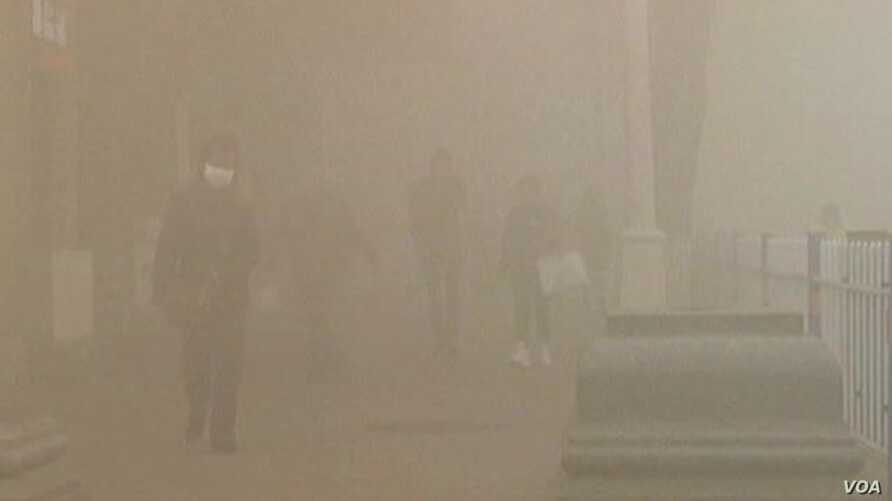 Smog Shuts Down Chinese City