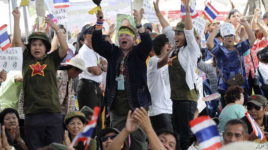 Supporters of the judges react to the Constitution Court ruling outside the court in Bangkok, Thailand, July 13, 2012.