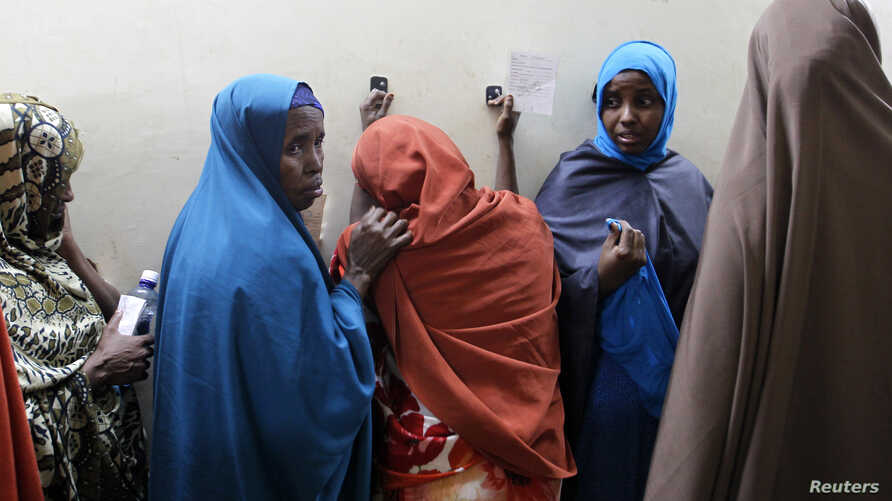 Suspected Somali illegal migrant Leyla Ali Adow (C) reacts after being processed for deportation in Nairobi, April 9, 2014.