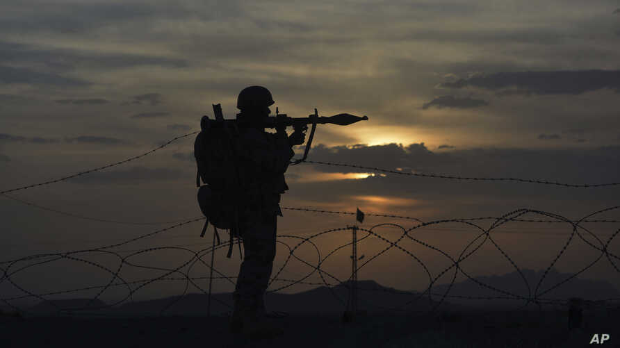 A Pakistani border security guard stands alert at Pakistan-Afghanistan border post, Chaman in Pakistan, May 5, 2017.  Backed by artillery, Afghan security forces fired across the border on Pakistani census workers and troops escorting them on Friday,...