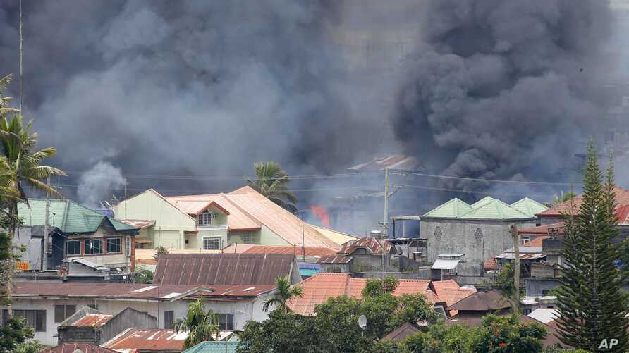 Smoke rises following airstrikes by Philippine Air Force to retake control of Marawi city, southern Philippines, May 27, 2017.