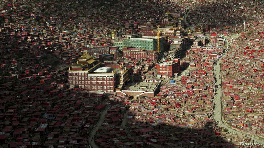 A view shows the settlements of Larung Gar Buddhist Academy in Sertar County of Garze Tibetan Autonomous Prefecture, Sichuan province, China, July 23, 2015.