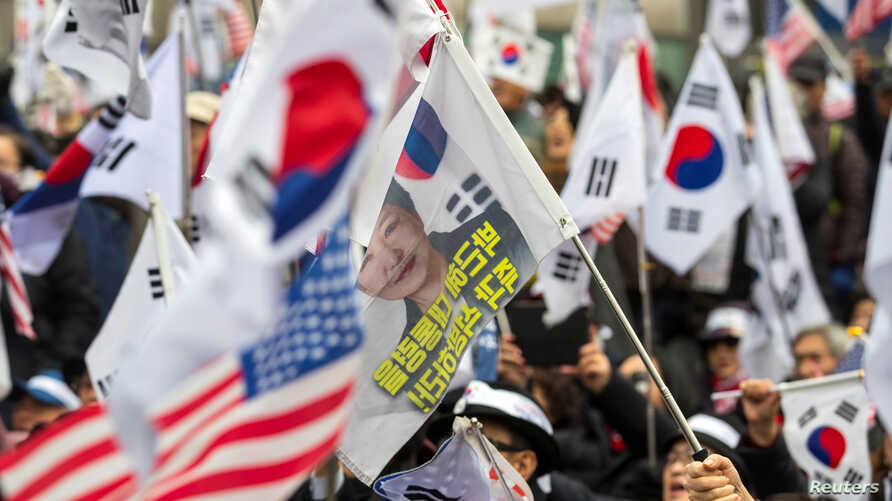 Supporters of former South Korean president Park Geun-hye protest in front of a court after prosecutors sought a 30 year jail term for the ousted president in Seoul, South Korea, Feb. 27, 2018.