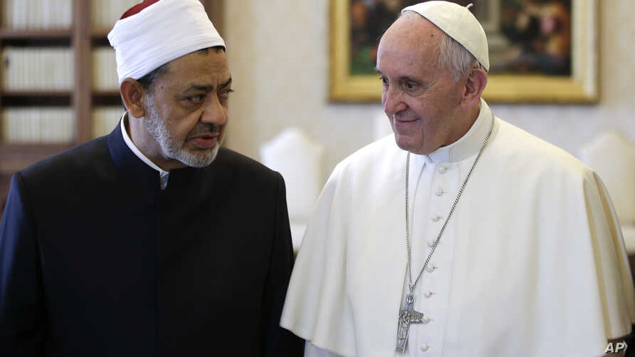 Sheik Ahmed el-Tayyib, Grand Imam of Al-Azhar Mosque, talks with Pope Francis during a private audience in the Apostolic Palace, at the Vatican, May 23, 2016.
