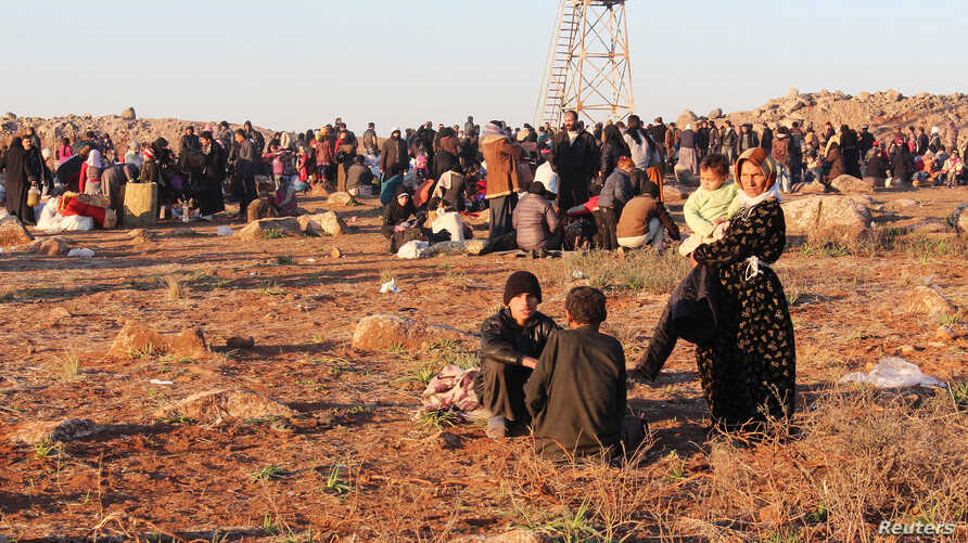 Syrian refugees, fleeing the violence in Syria, wait to enter Turkey on the Syrian-Turkish border in Shamm Alqrain village, northern countryside of Aleppo, Feb. 5, 2014.