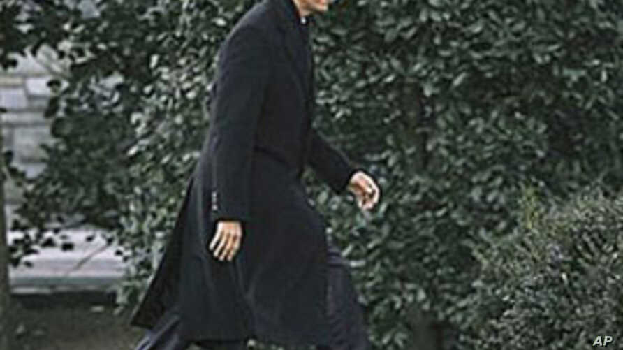 President Barack Obama walks back to the Oval Office of the White House in Washington, where he met with members of his National Security team to discuss the events in Egypt, February 10, 2011