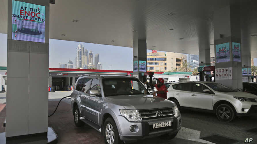 A car fills it's tank at a solar powered Emirates National Oil Company gas station, in Dubai, April 27, 2017.