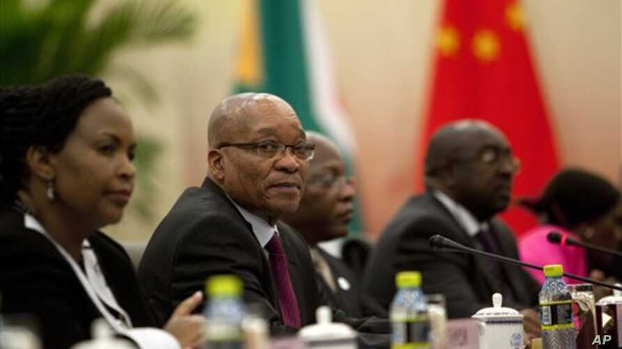 South Africa's President Jacob Zuma, second left, holds a bilateral meeting with his Chinese counterpart Hu Jintao in Sanya, Hainan province, China, April 13, 2011