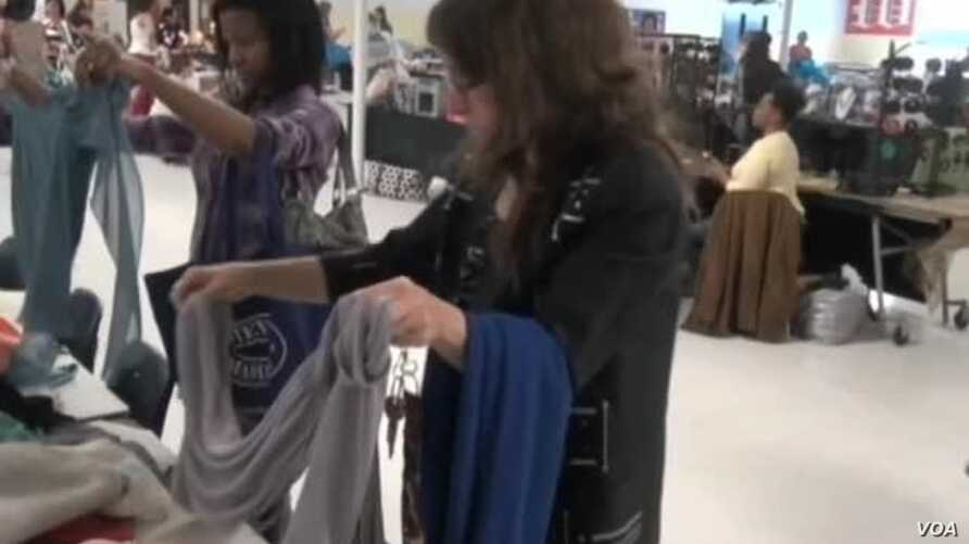 Social Media Draw More US Women to Clothing Swaps