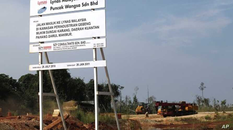 Trucks move in and out of an under-construction rare earth plant in Gebeng, 270 km (168 miles) east of Kuala Lumpur May 24, 2011.
