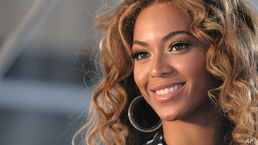 Beyoncé poses for pictures at a press conference June 22,