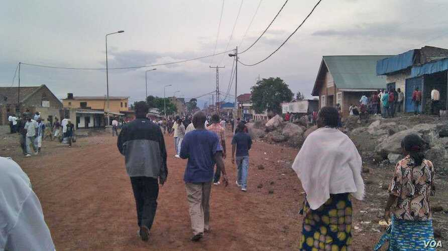 People on the streets of Goma, DRC during a lull in the fighting, November 20, 2012.  (VOA 100 Citoyens journalistes de RD Congo)