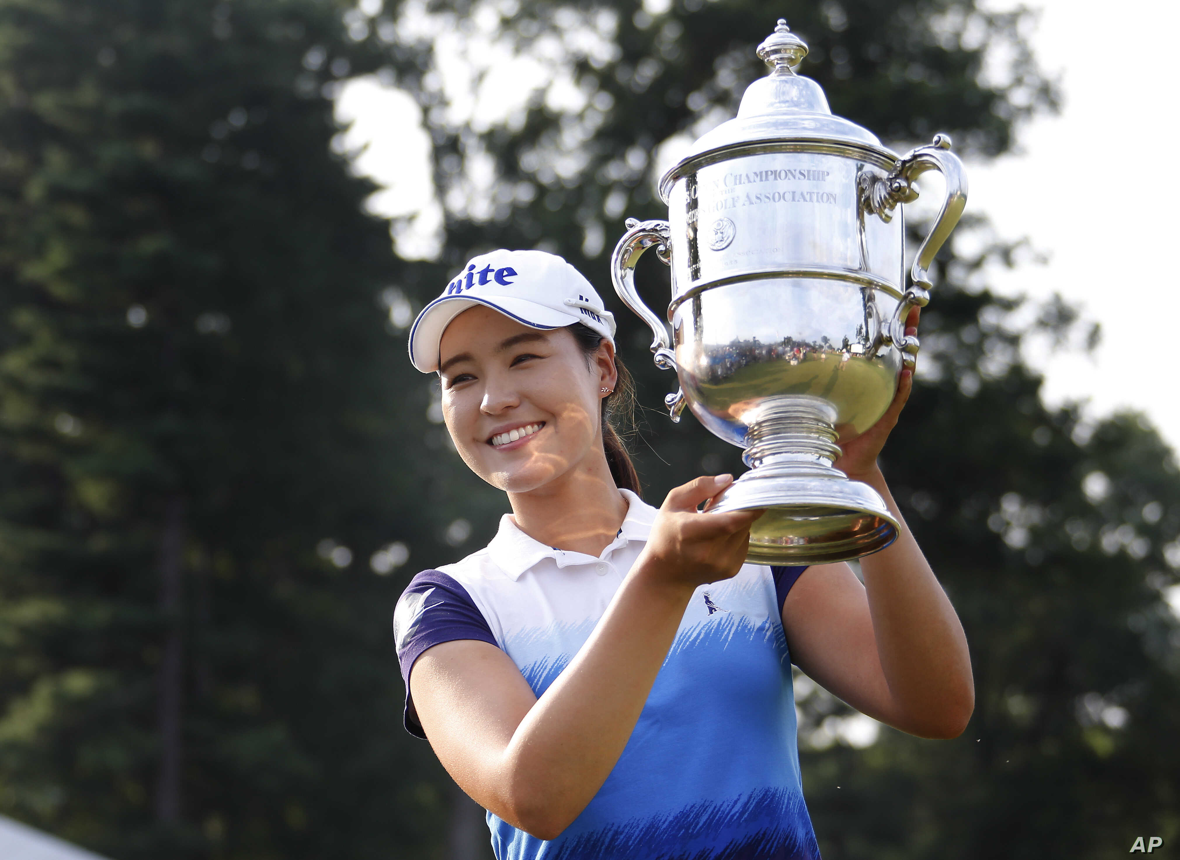 South Korea's In Gee Chun holds up the championship trophy after winning the U.S. Women's Open golf tournament at Lancaster Country Club, July 12, 2015 in Lancaster, Pennsylvania.