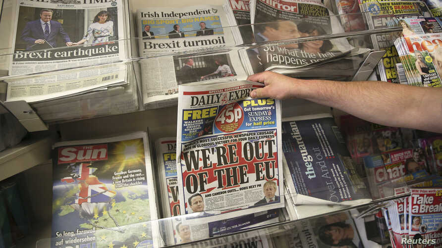 A man buys a newspaper the day after Britain voted to leave the European Union, at a news kiosk in central London, Britain, June 25, 2016.