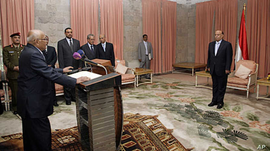 Yemen's newly appointed Prime Minister Mohammed Salem Basindwa (front L) takes the oath of office in front of Vice President Abd-Rabbu Mansour Hadi (R) at the Republican Palace in Sana'a, December 10, 2011.