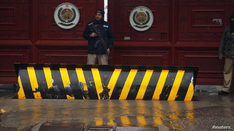 FILE_A policeman stands guard outside the Khyber Pakhtunkhwa House, where negotiations took place between Pakistani government officials and Taliban negotiators, in Islamabad, February 6, 2014.