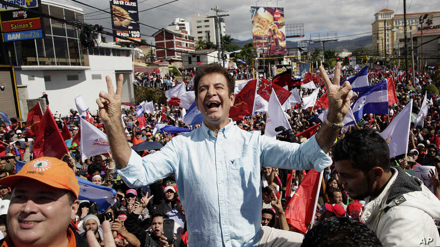 Salvador Nasralla, candidate of the opposition alliance, holds a rally in Tegucigalpa, Honduras, Dec. 10, 2017.