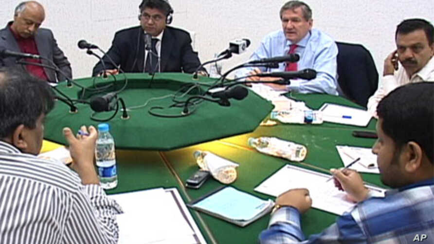 US Special Representative to Afghanistan and Pakistan Richard Holbrooke speaks to reporters in Islamabad on the eve of Afghan parliamentary elections, 17 Sept. 2010