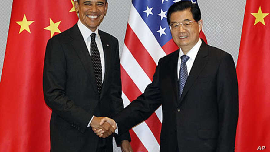 President Barack Obama, left, and Chinese President Hu Jintao shake hands to start their meeting in Seoul, South Korea, March 26, 2012.