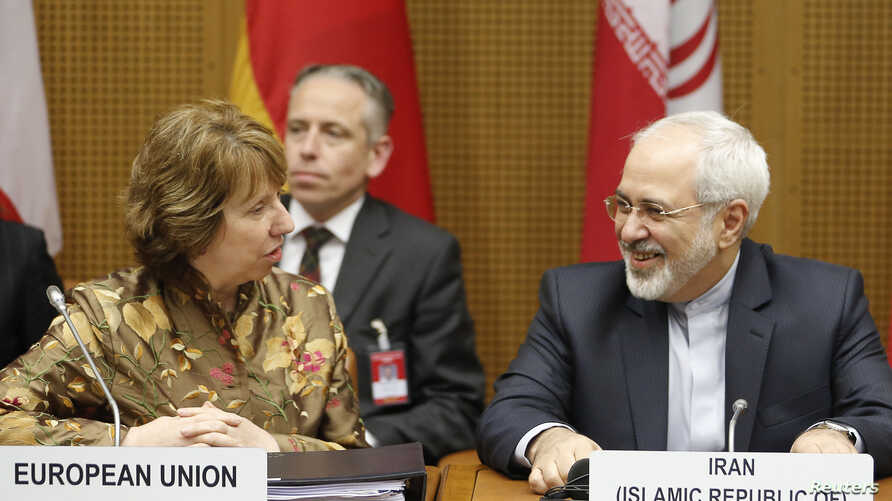 European Union foreign policy chief Catherine Ashton (L) and Iranian Foreign Minister Mohammad Javad Zarif wait for the start of talks in Vienna, May 14, 2014.