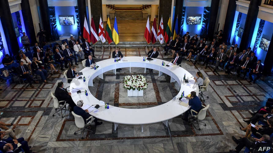 Georgian President Giorgi Margvelashvili (4-R), Polish Foreign Minister Jacek Czaputowicz (3-L), Lithuania's Foreign Minister Linas Linkevicius (L), Latvia's Foreign Minister Edgars Rinkevics (2-L) and other officials attend a round table meeting in