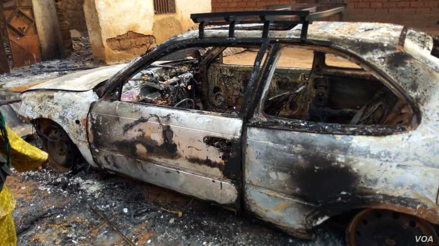 The governor of Cameroon's western region says there were more than 300 armed men involved in abducting 15 people, torching houses, cars, motor cycles, and looting property. (Photo: E. Kindzeka/VOA)